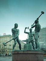 Kolmen sepän patsas, Felix Nylund