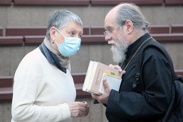 Людмила Улицкая и протоиерей Андрей Лобашинский