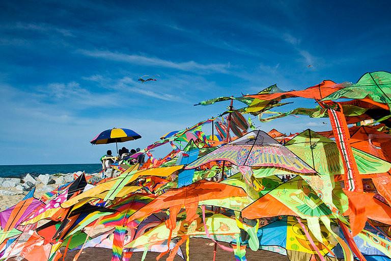 (Photo credit: http://kelantan.attractionsinmalaysia.com/PantaiCahayaBulan.php)