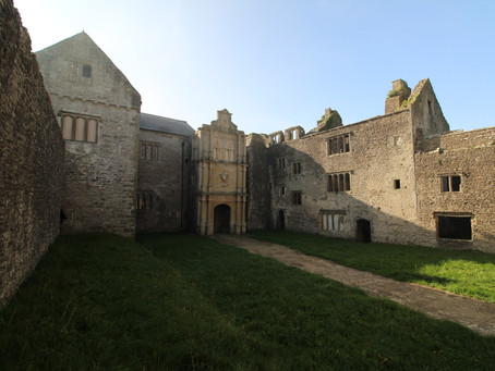 Old Beaupre Castle (Glamorgan, South Wales)