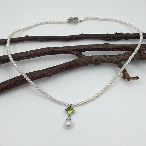 Perlen-Collier mit Peridot und Süßwasser Zuchtperle in 925er Silber/ rhodiniert
