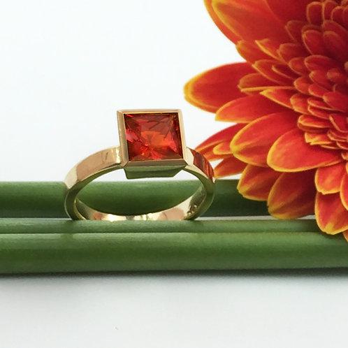 Ring in 750er Gelbgold mit Feueropal, RW 54