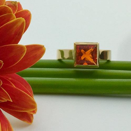 Ring in 750er Gelbgold mit Feueropal, in RW 51