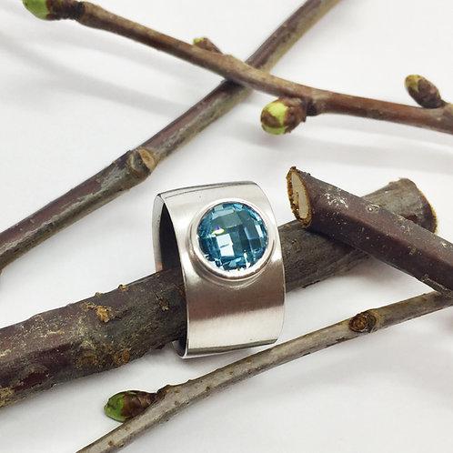 Ring in 935er Silber/ rhodiniert mit Blautopas, RW 55