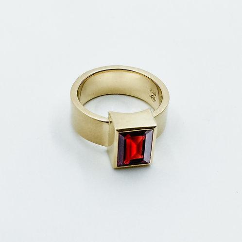 Ring mit Granat Baguette in 750er Gelbgold, RW 53