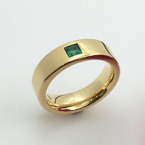 Ring mit Smaragd carrée in 750er Gelbgold, RW 53,5