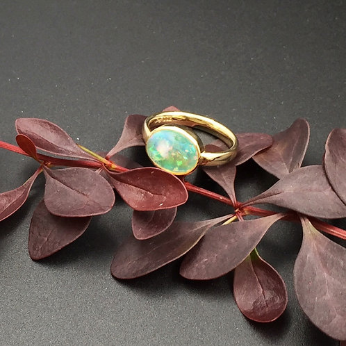 Ring mit Opal Cabochon in 750er Gelbgold, RW 52,5