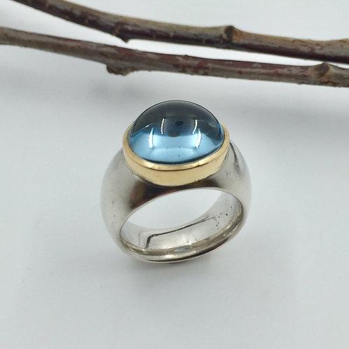 Ring mit Aquamarin Cabochon in 925er Silber mit Fassung in Gelbgold, RW 55,5