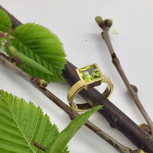 Ring in 750er Gelbgold mit Peridot, RW 53,5