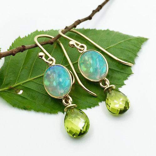 Ohrhänger mit Opal und Peridot in 750er Gelbgold