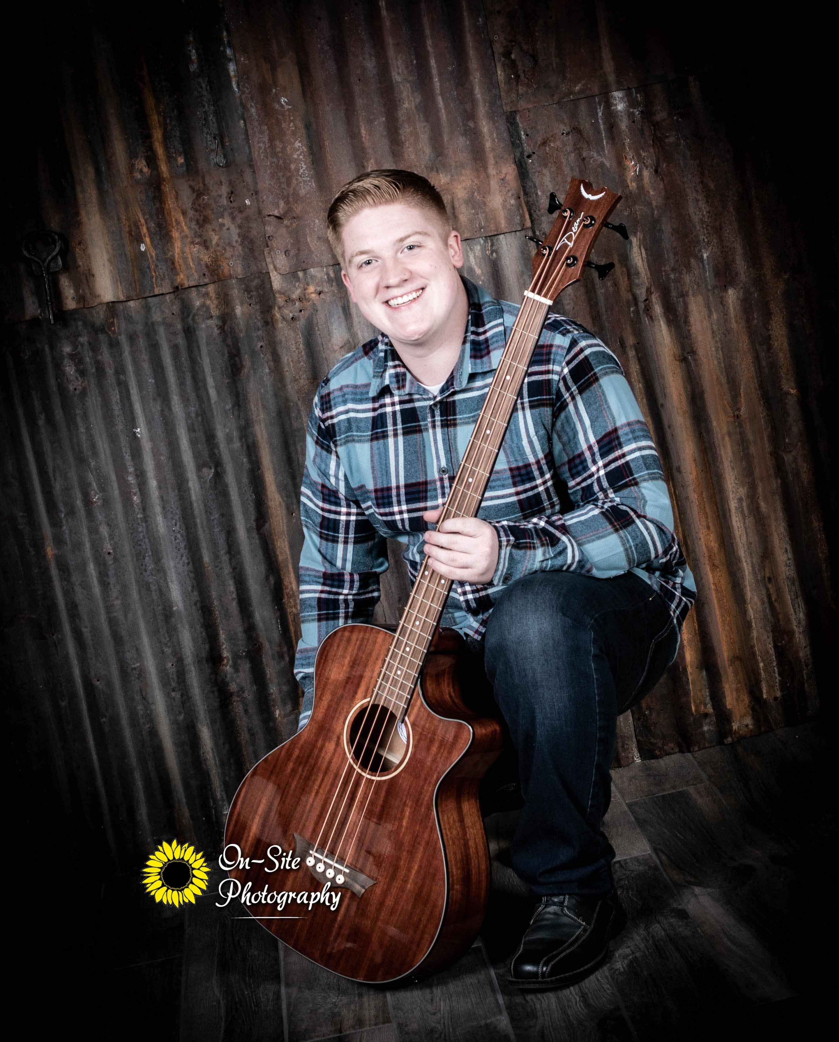 senior photoshoot boy with guitar, senio