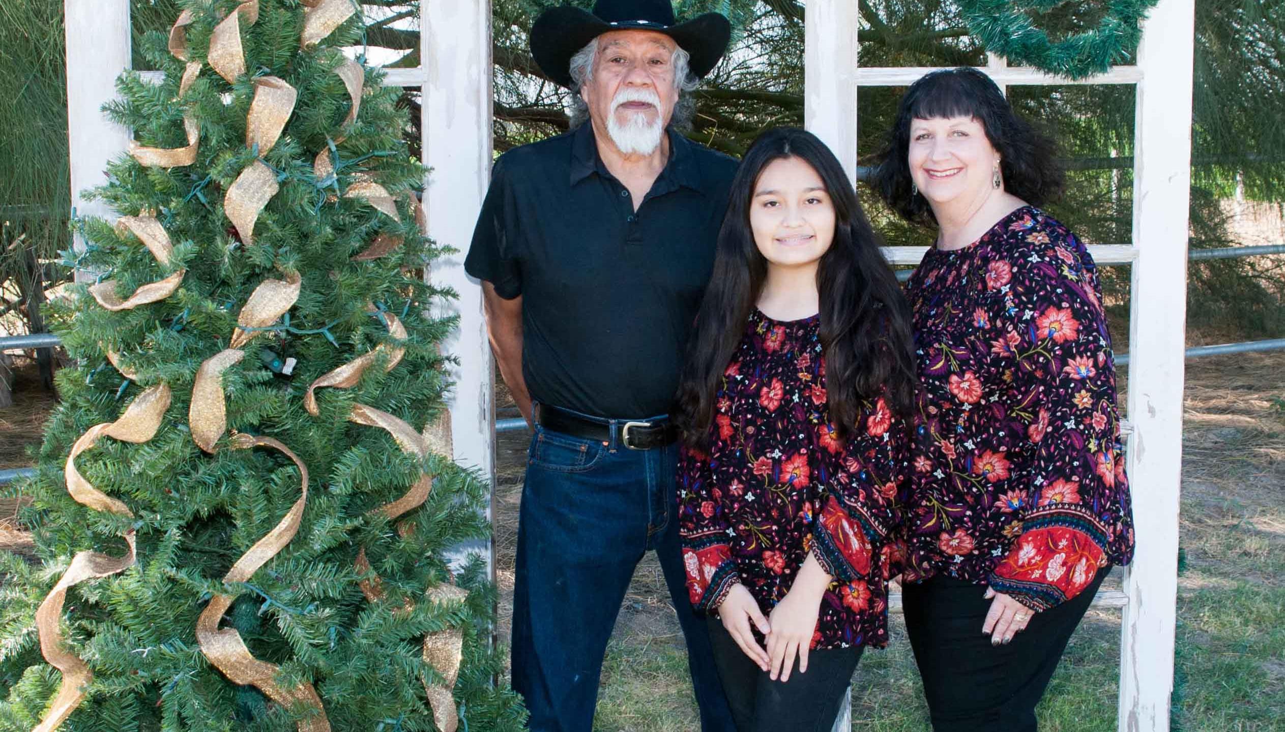 holiday christmas photos, outdoors family christmas pictures, on-site photography, buckeye, goodyear, az