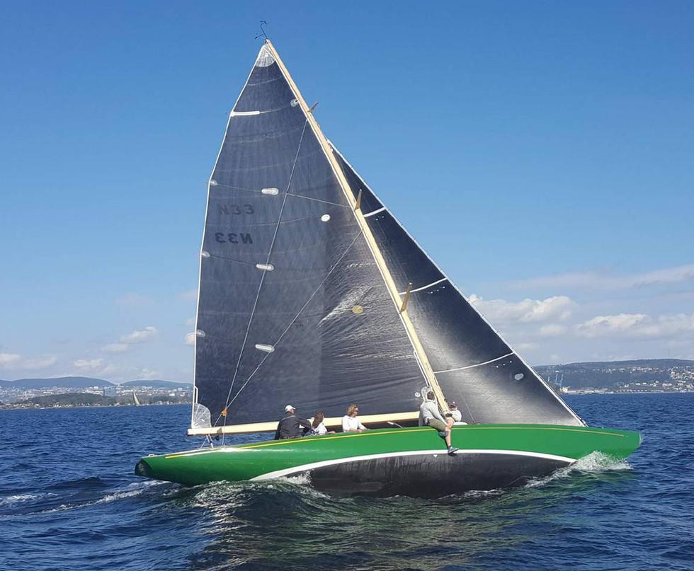Sira sailing 1.jpg