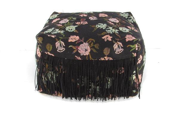 Le pouf à poils longs -noir à motifs fleuris