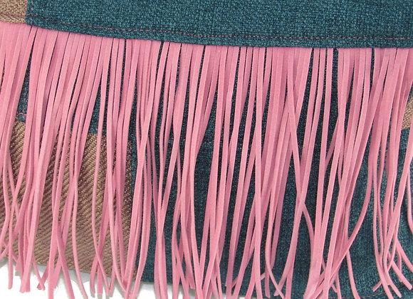 Le pouf à poils longs -patchwork vieux rose et bleu