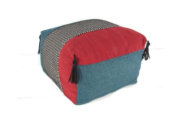 Le pouf huppé - patchwork rouge, bleu, noir et blanc