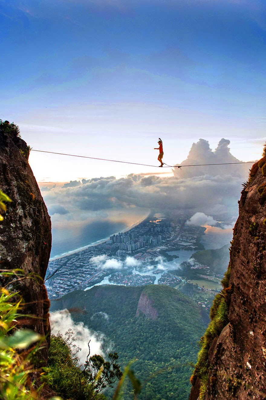 30 Death-Defying Photos That Will Make Your Heart Skip A Beat 3.jpg