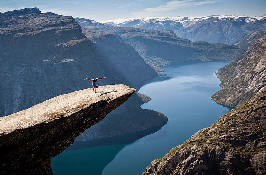 30 Death-Defying Photos That Will Make Your Heart Skip A Beat 18.jpg