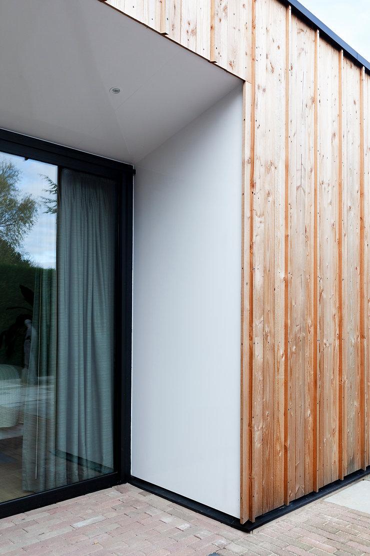 Kevin Veenhuizen Architects / aanbouw mindervalide Westervoort / detail houten gevel