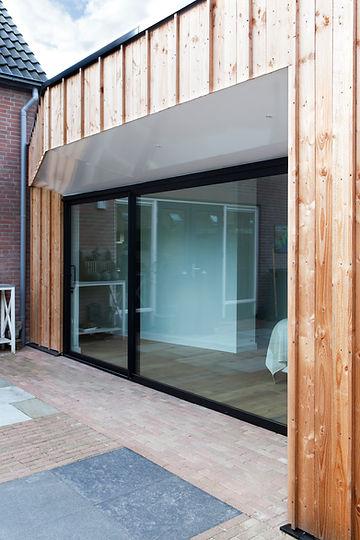 Kevin Veenhuizen Architects / aanbouw mindervalide Westervoort / aluminium schuifpui