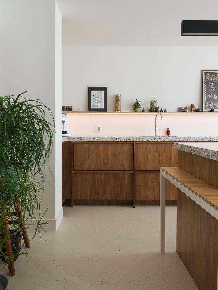 Kevin Veenhuizen Architects / vlinderdak aanbouw Amsterdam / keuken op maat