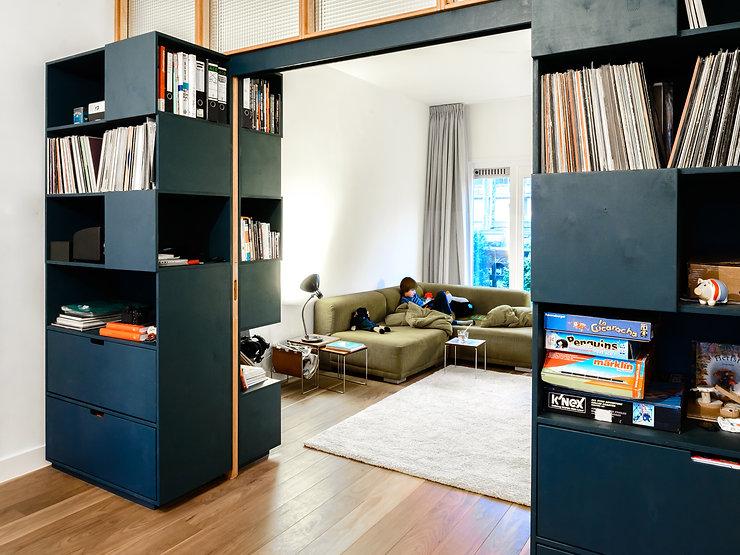 Kevin Veenhuizen Architects / Ensuite verbouwing Amsterdam / inbouwkast op maat blauw multiplex