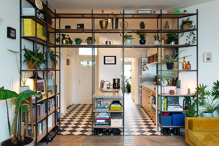Kevin Veenhuizen Architects / verbouwing appartement Amsterdam / stalen frame eiken planken op maat