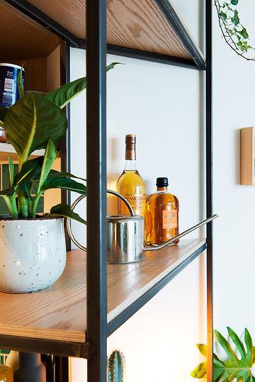Kevin Veenhuizen Architects / verbouwing appartement Amsterdam / detail stalen frame eiken planken op maat