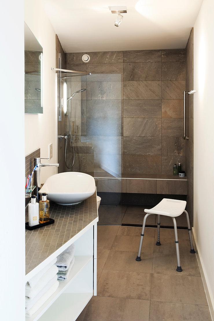 Kevin Veenhuizen Architects / aanbouw mindervalide Westervoort / aangepaste badkamer