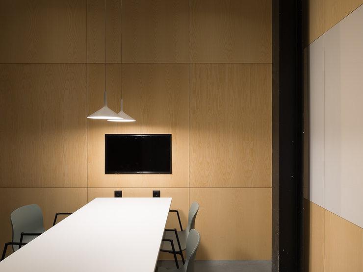 Kevin Veenhuizen Architects / M3 Consultancy / bespreekruimte op maat