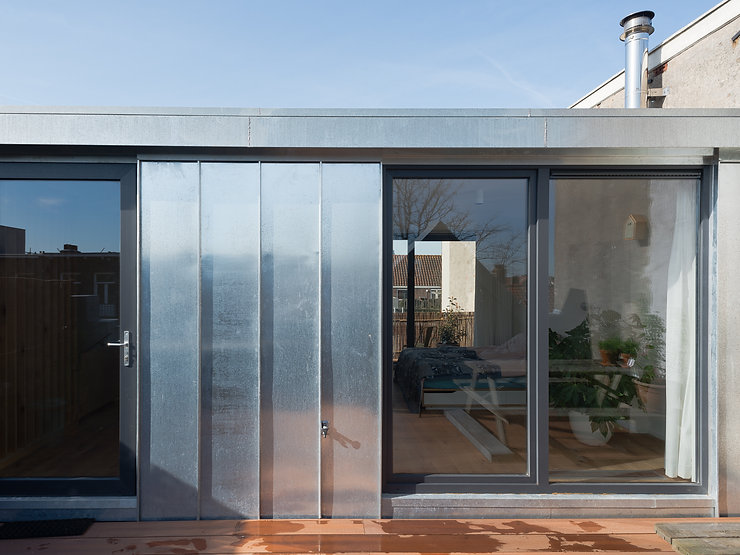 Kevin Veenhuizen Architects / dakopbouw Amsterdam / zinken gevel