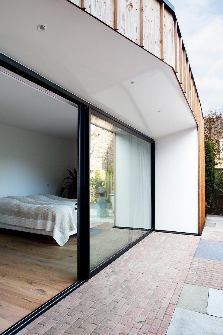 Kevin Veenhuizen Architects / aanbouw mindervalide Westervoort / veranda met inbouwspots