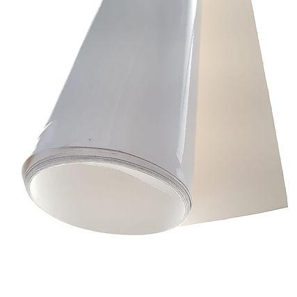 Piso, escaleras, es de uso rudo y viene protegido por una lámina frontal.