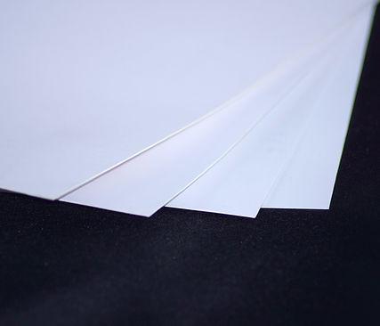 Papel base más robusto Apto para exteriores Resistente al agua y a rayaduras Gran durabilidad en interiores y exteriores Terminado mate de baja reflectividad
