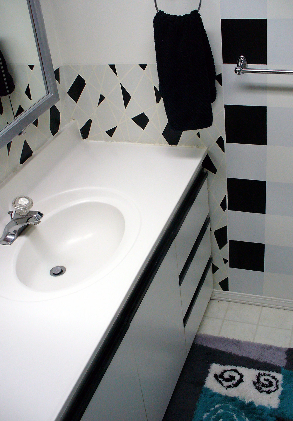 Black & white bathroom - Copy.jpg