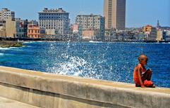 Waves crashing against el Malecon
