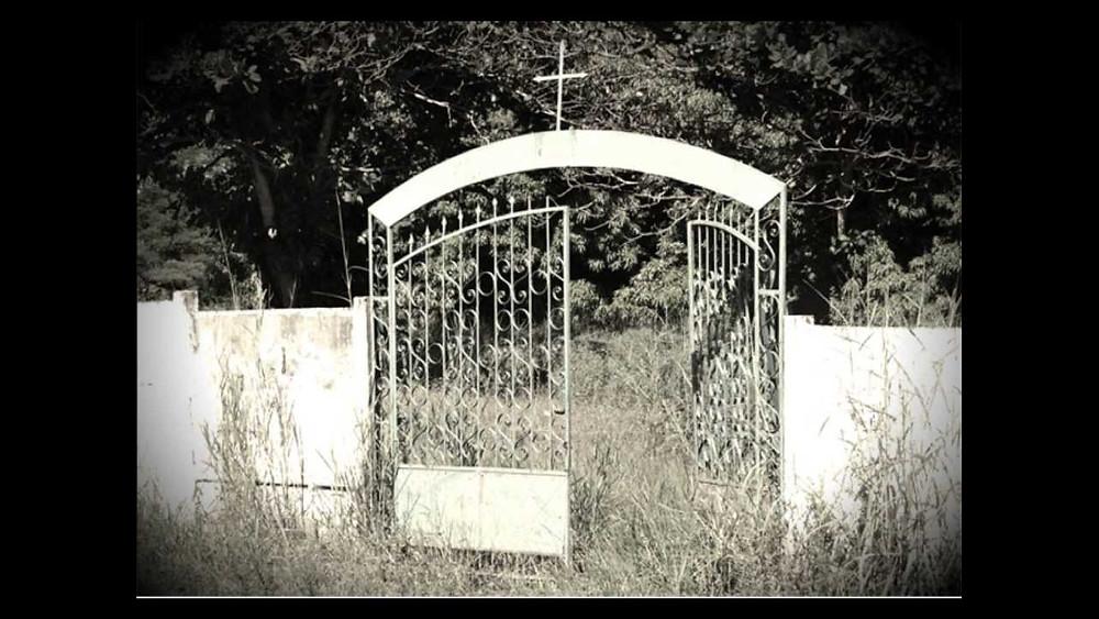 Cemitério abandonado