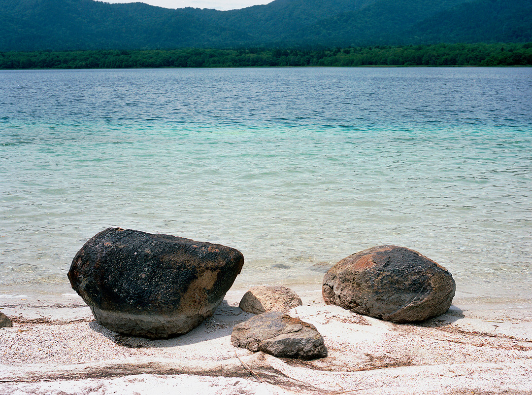 Discolored Rocks, 2008