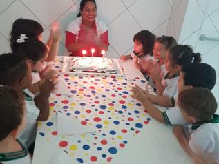 Dia da Escola com parabéns e atividade