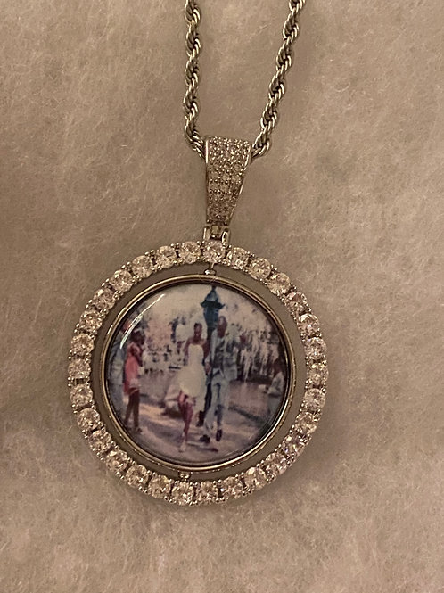 Floating pendant with image