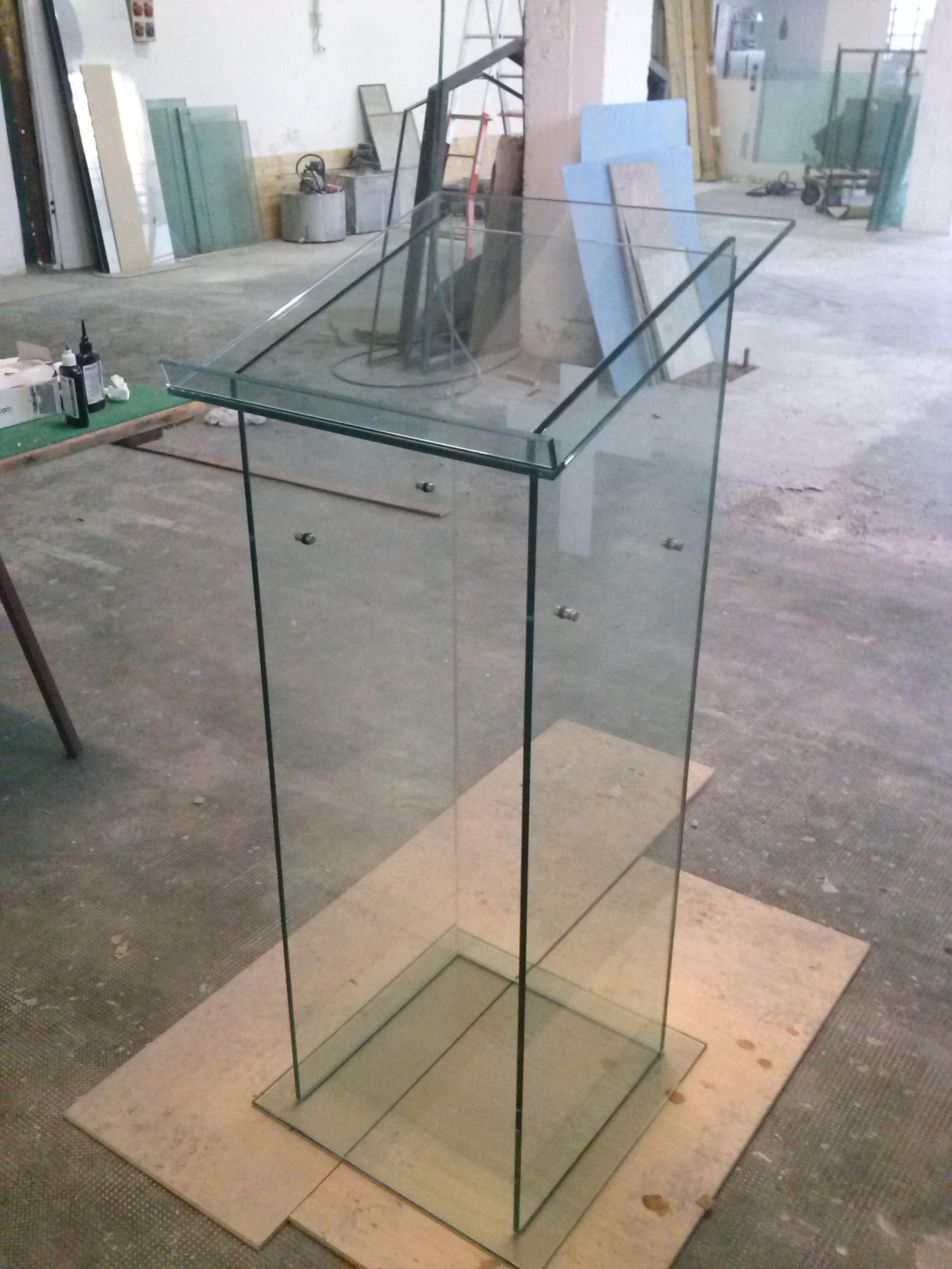 Leggio_vetro