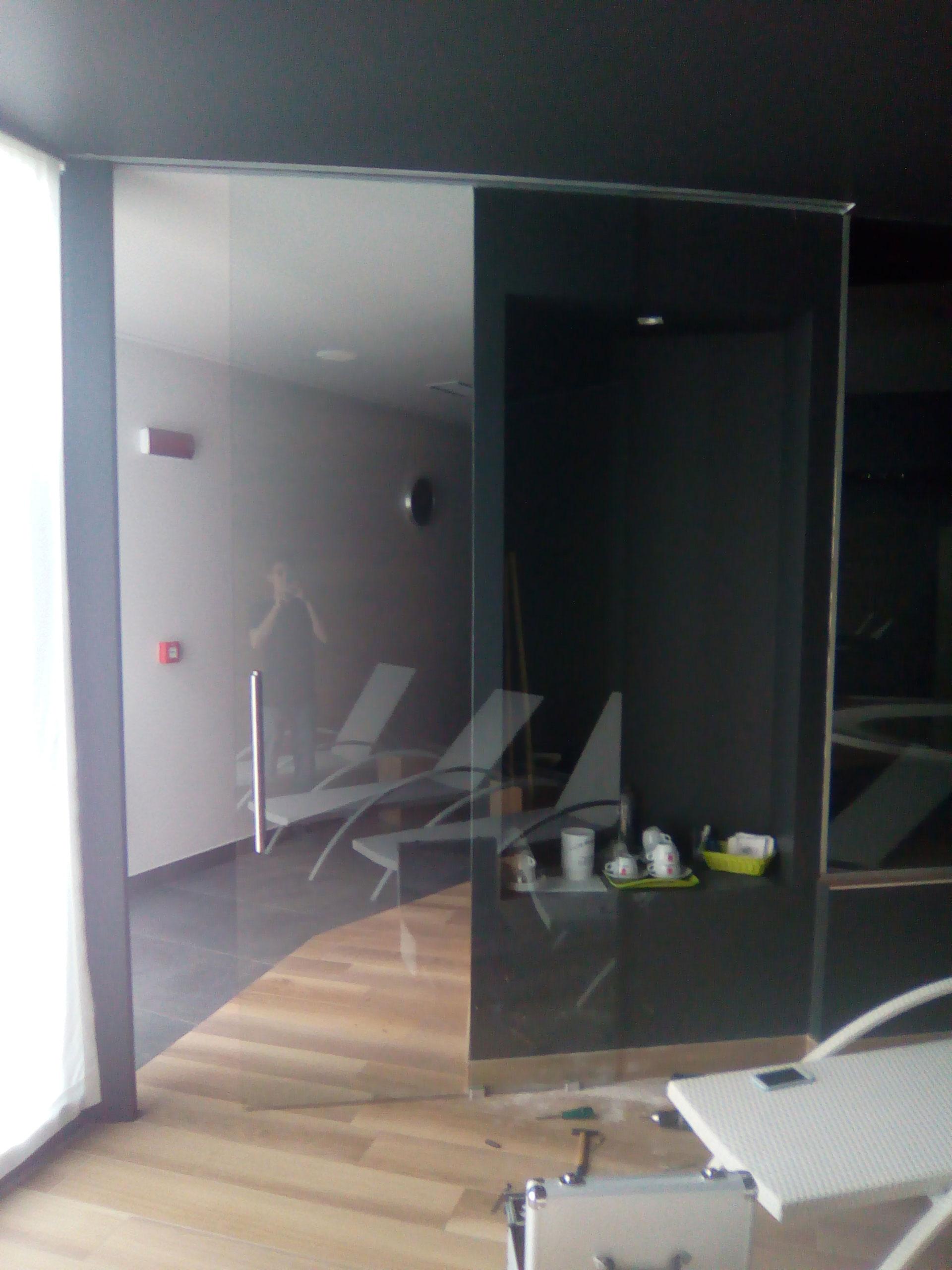 Porta_scorrevole_vetro_nero_spa