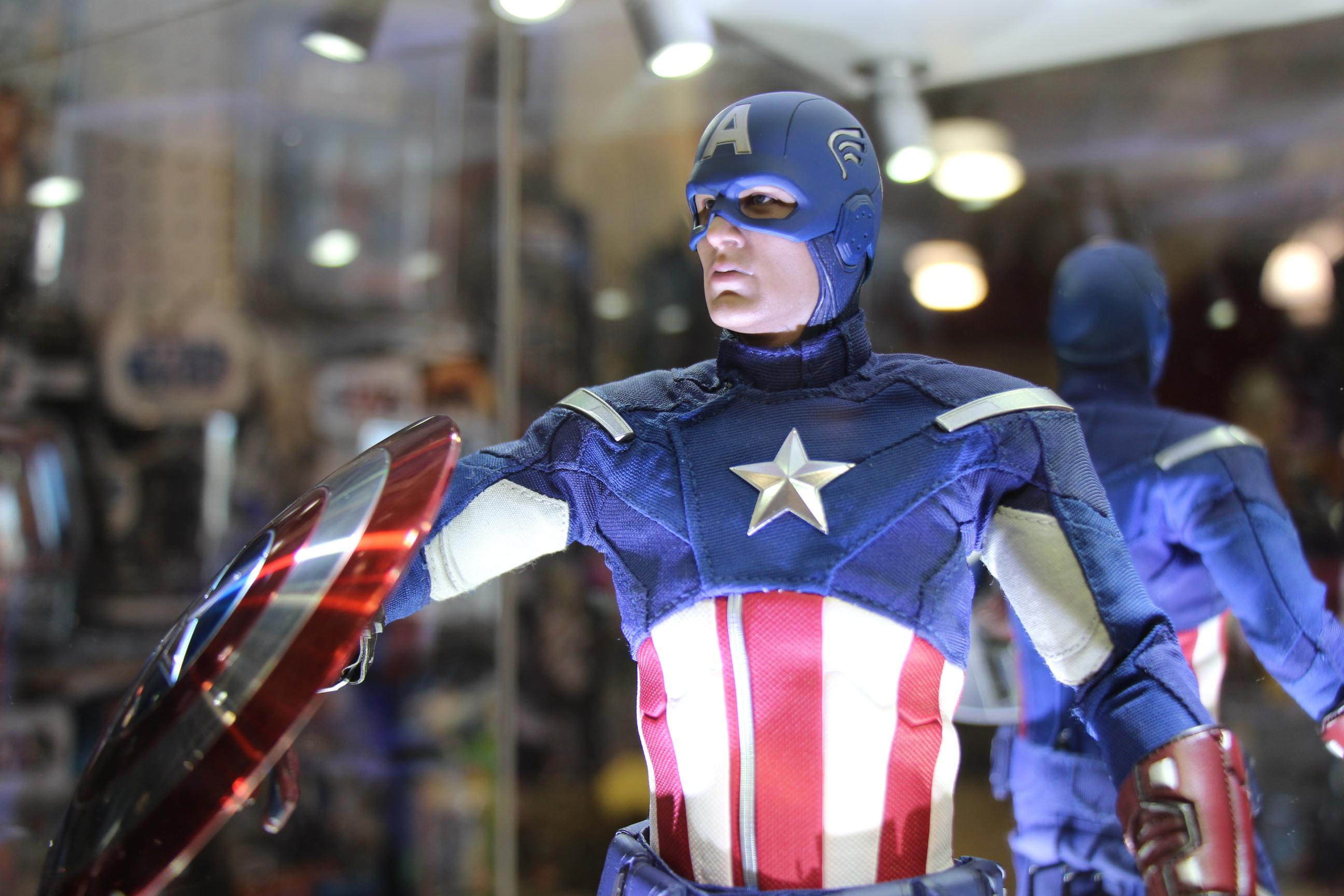 Hot Toys Captain America! Vinyl Record Store