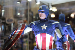 Hot Toys Captain America! Vinyl Record Store
