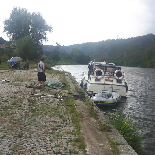 Vltava Řež rybaření.jpg
