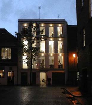 19 Mossop St by night