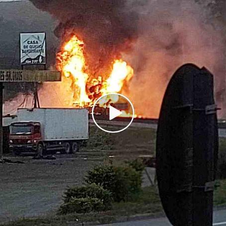 Caminhão carregado com inseticida tomba e explode na Fernão Dias