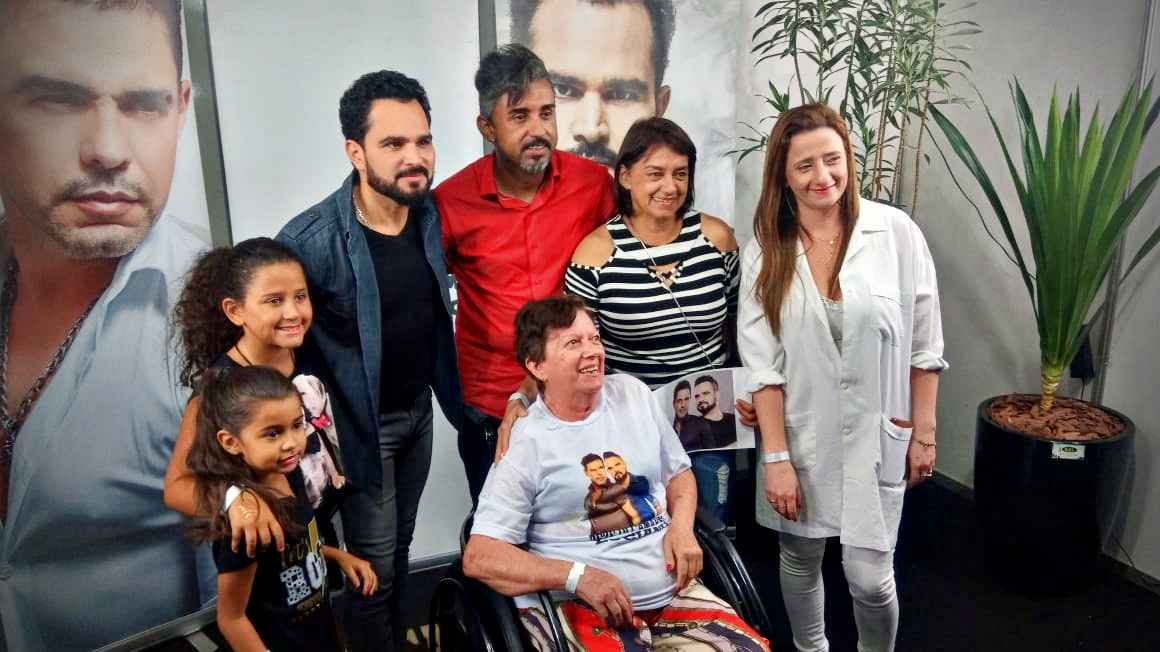 Dona Denise conhece Zezé e Luciano