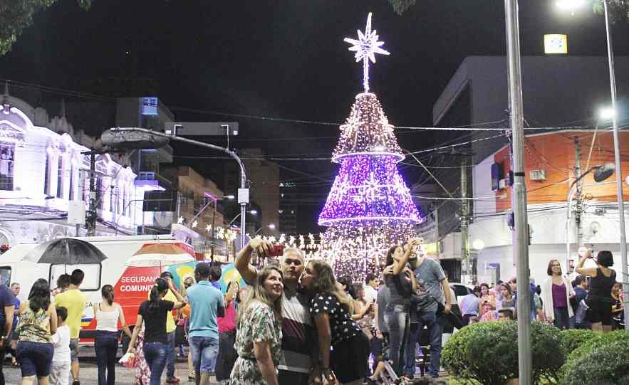 Inaugurada iluminação de Natal