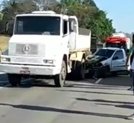 Acidente entre moto e bicicleta seguido de engavetamento em Pouso Alegre